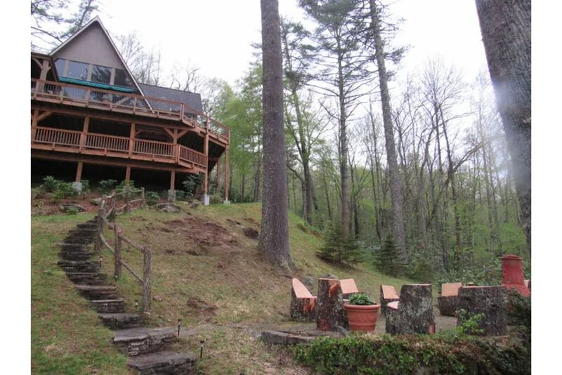 Vacation Dream, Cherokee Land, Mt. views, private beach on  Lake Glenville., holiday rental in Glenville