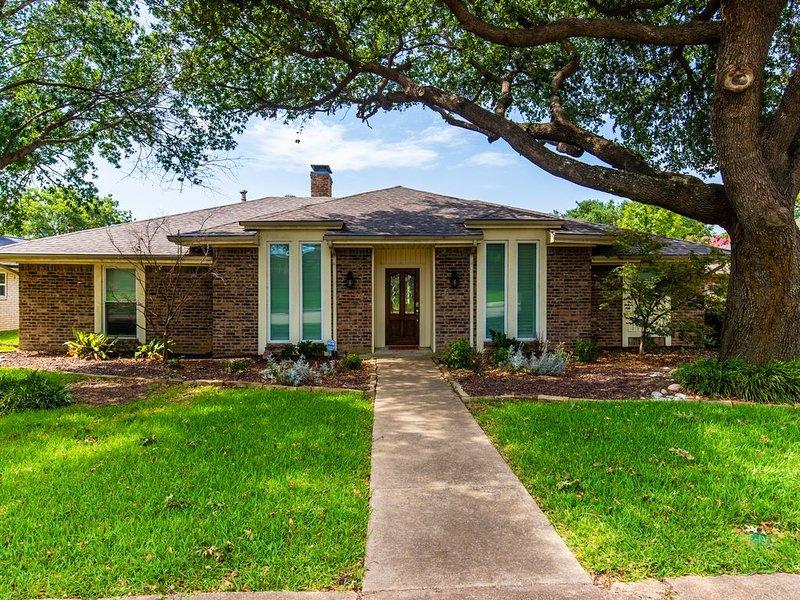Spacious Carrollton Home - Perfect for Groups!, location de vacances à Flower Mound