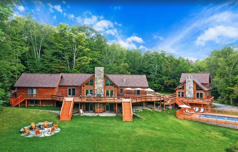 Amazing Vermont Estate with 2 houses, 11 bedrooms, a pool, sauna, and gameroom!, holiday rental in Green Mountains