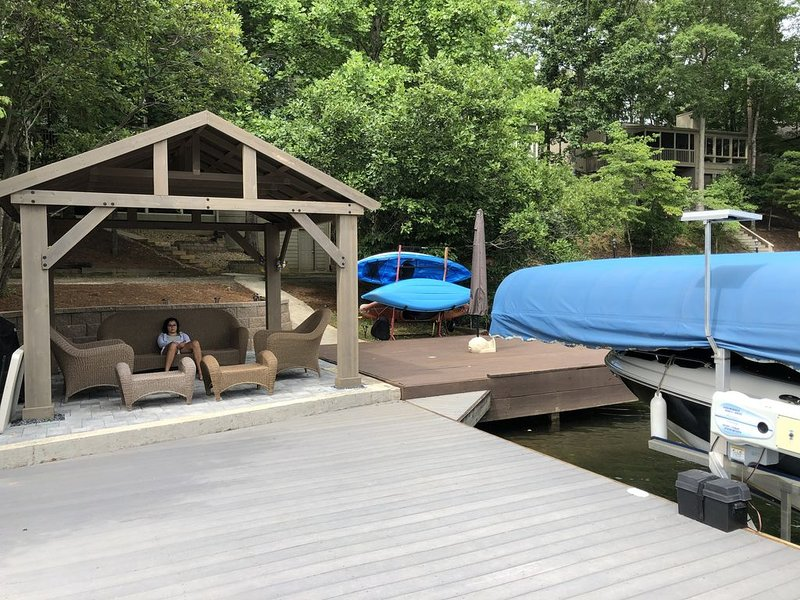 Beautiful lake-front escape from the City, holiday rental in Cartersville