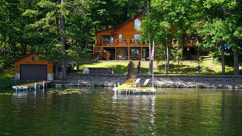 Lakefront Home with beautiful views and endless recreation!, vacation rental in Lac du Flambeau