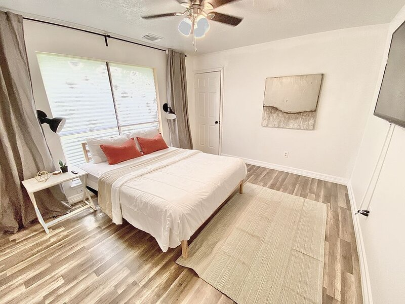 Boho Chic Cottage Near IAH, alquiler vacacional en New Caney