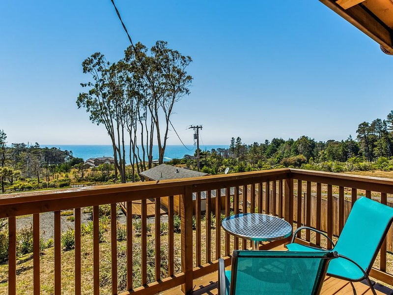 New listing! Beautiful, family-friendly house & cottage w/ great ocean views, alquiler de vacaciones en Gualala