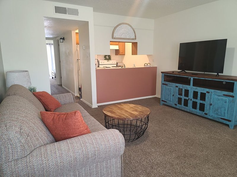 Sienna Square, 2 QB, 1 BA, WIFI, Near Old Town, holiday rental in Albuquerque