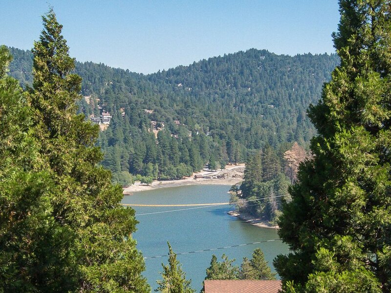 Lake View, Breezes, & Clean Mountain Air - the Perfect Getaway!, vacation rental in Crestline