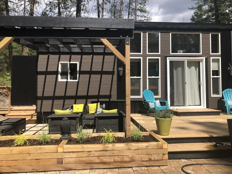 Tiny House in the forest - south Okanagan near St Andrews Golf Course, holiday rental in Okanagan Falls