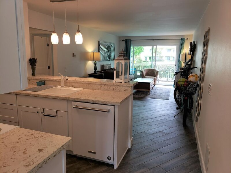 Peaceful, beautifully remodeled three bedroom beach condo, holiday rental in Port Hueneme