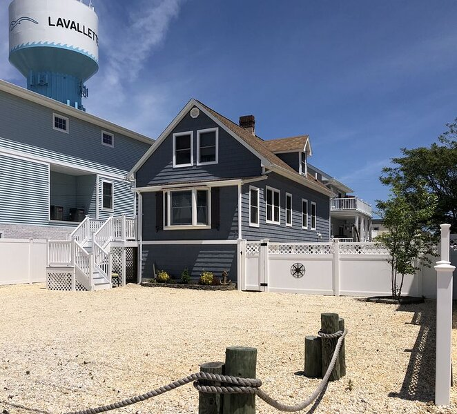 Family Friendly Lavallette Home with room for everyone! Walk to everything!, vacation rental in Lavallette