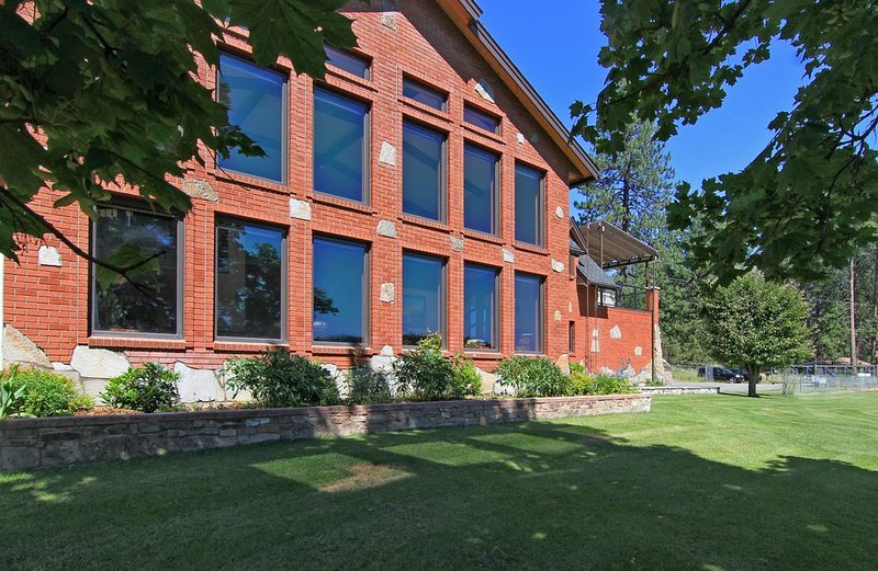Luxury Waterfront Home, holiday rental in Cheney