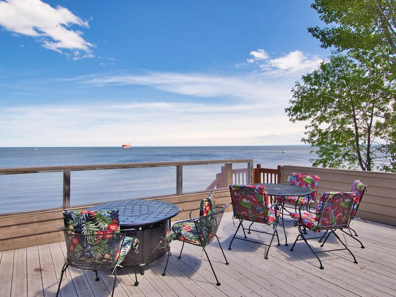 Lake Superior Beach House, walk 2 blocks to Canal Park!, vacation rental in Duluth