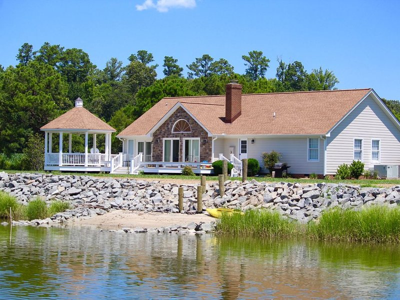 Exquisite Riverfront Living! Newly renovated;  convenient to historic sites., holiday rental in Schley