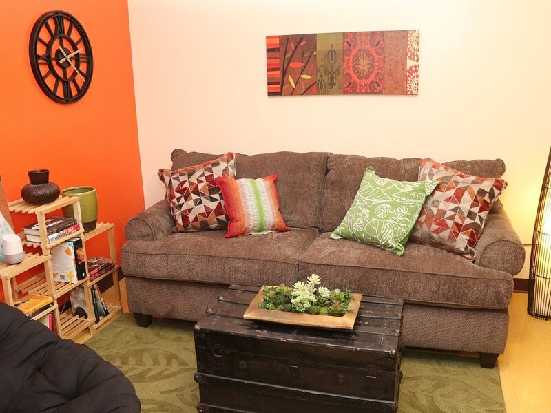 6 Beds | Downtown Apt | Very Quick Walk Everywhere, vacation rental in Pittsburgh