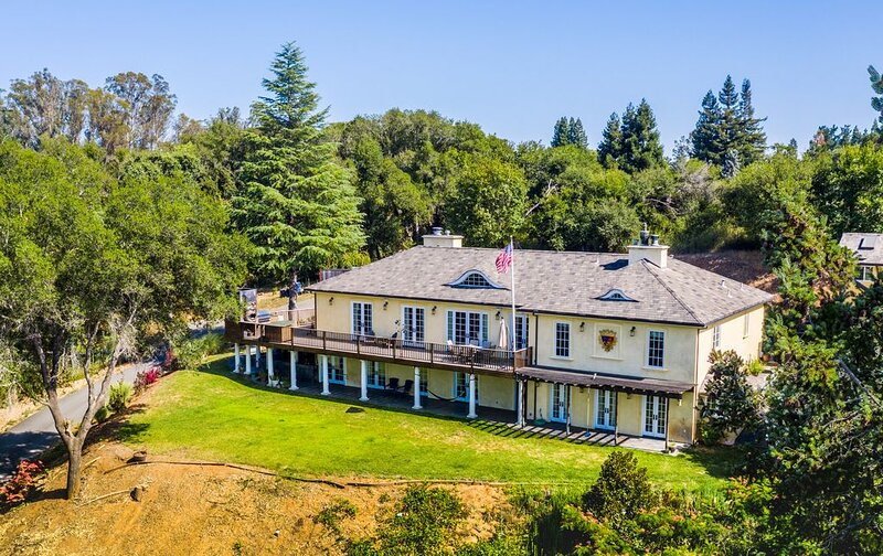 Secluded Luxury Vineyard Estate House and Guest House, vacation rental in Healdsburg