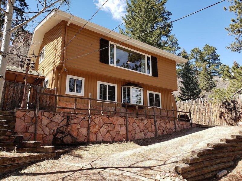 Cozy Cabin for Family and Friends Near Pikes Peak, aluguéis de temporada em Chipita Park