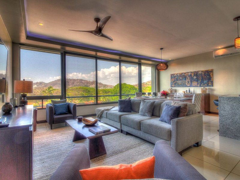 10 Living Room looking out over Mts
