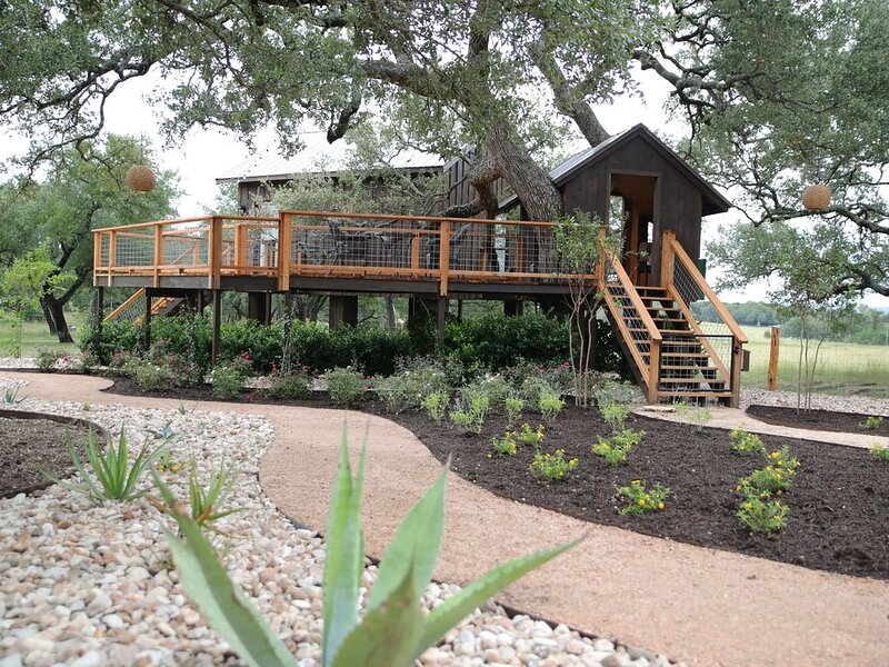 The Machan Treehouse-Asante Lodging & Events, vacation rental in Dripping Springs