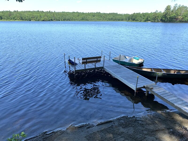 Lake House with Swim Area, Dock, Deck, Canoe, & Paddle Boat  (1BR+, Sleeps 6), vacation rental in Farmington