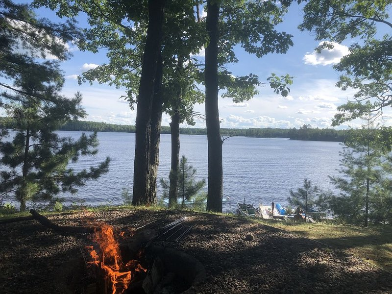 Quiet cottage with stunning peaceful lake views near Elcho and Pelican Lake WI, vacation rental in Summit Lake