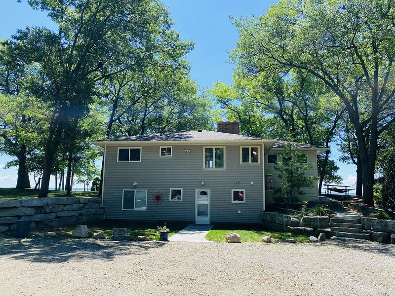 Sand Point - South Shore Beach House, holiday rental in Au Gres