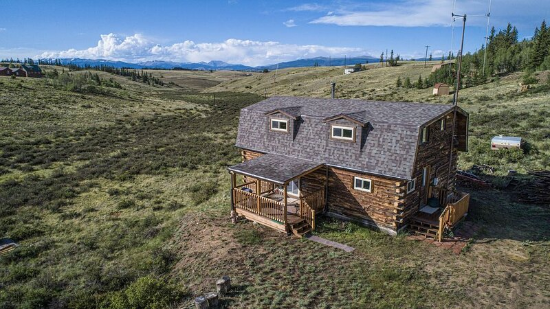 Beautiful Log Cabin High In Colorado Mountains, Private, Sleeps 8!, vacation rental in Hartsel