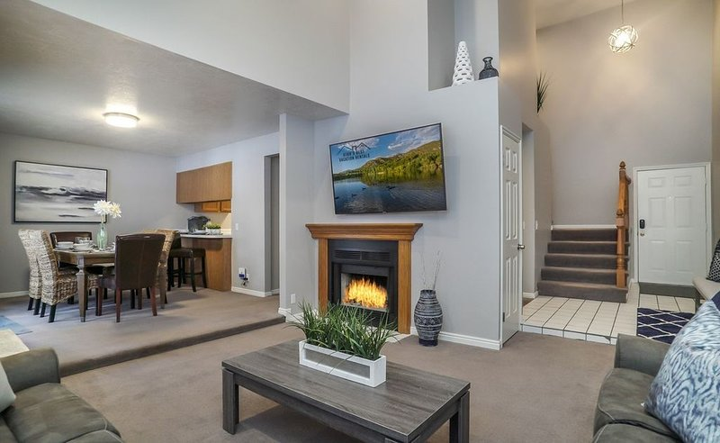 Snowbird Retreat * Awesome Ski Home! Private Hot Tub * Mins to 4 Resorts, alquiler vacacional en Cottonwood Heights