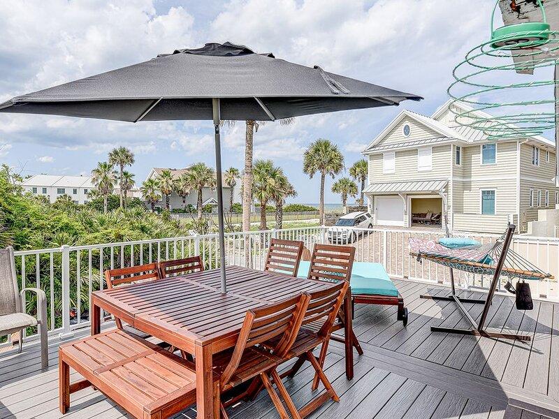 Atlantic Shores Getaway  steps to the beach, alquiler vacacional en Jacksonville Beach