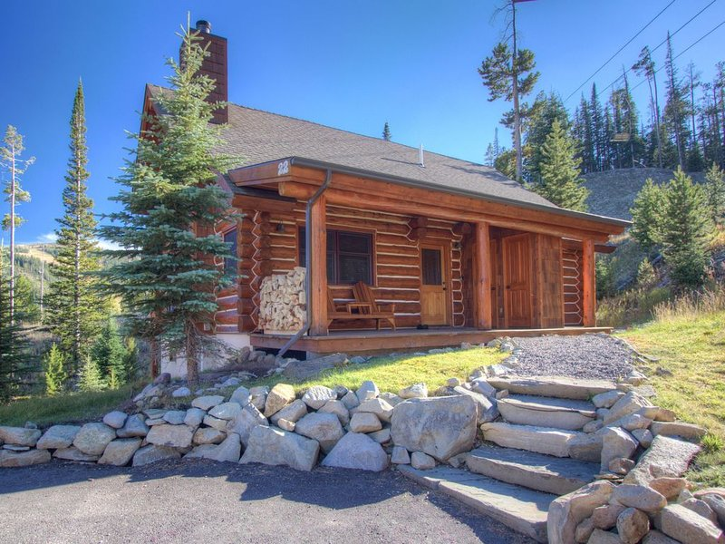 Big Sky Vacation Rentals: Red Cloud 1C Powder Ridge Cabin, holiday rental in Big Sky