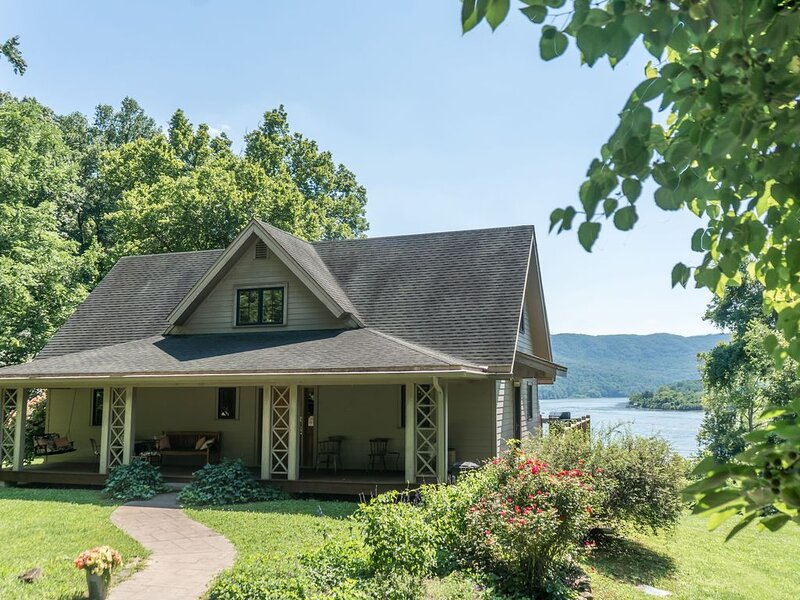 Private Riverfront Property on 300 acres- 12 minutes from Chattanooga!, location de vacances à Wildwood