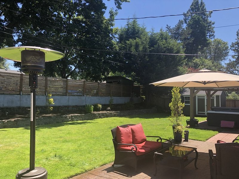 La Casa with Luxury Amenities, holiday rental in Milwaukie