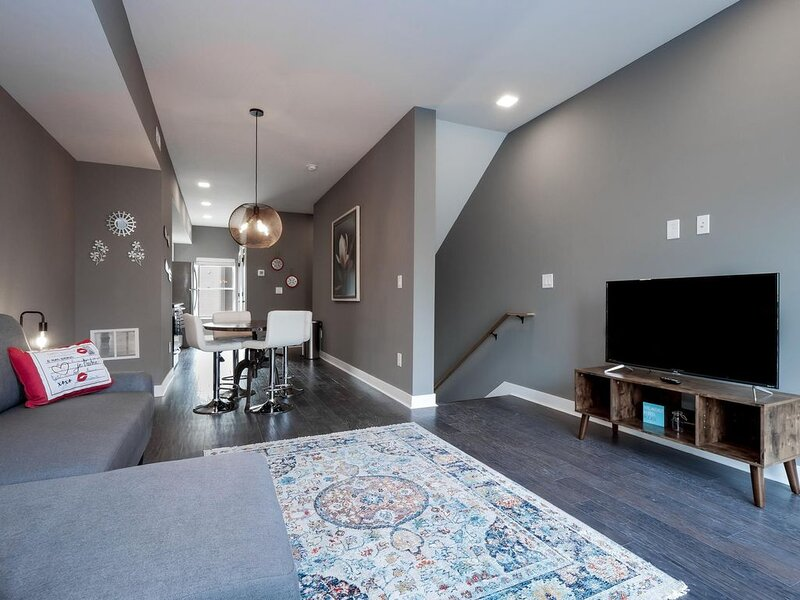 Brand New Luxury Condo Minutes from First Energy Stadium- A1, holiday rental in Parma