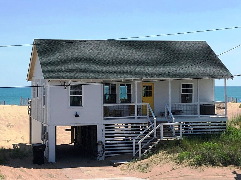 Cozy Oceanfront Cottage with Spectacular Views!, alquiler de vacaciones en Kitty Hawk