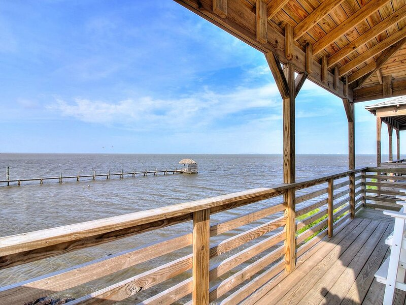 Private fishing pier and Marina! Pool! AMAZING Views! Boat Parking, vacation rental in Corpus Christi