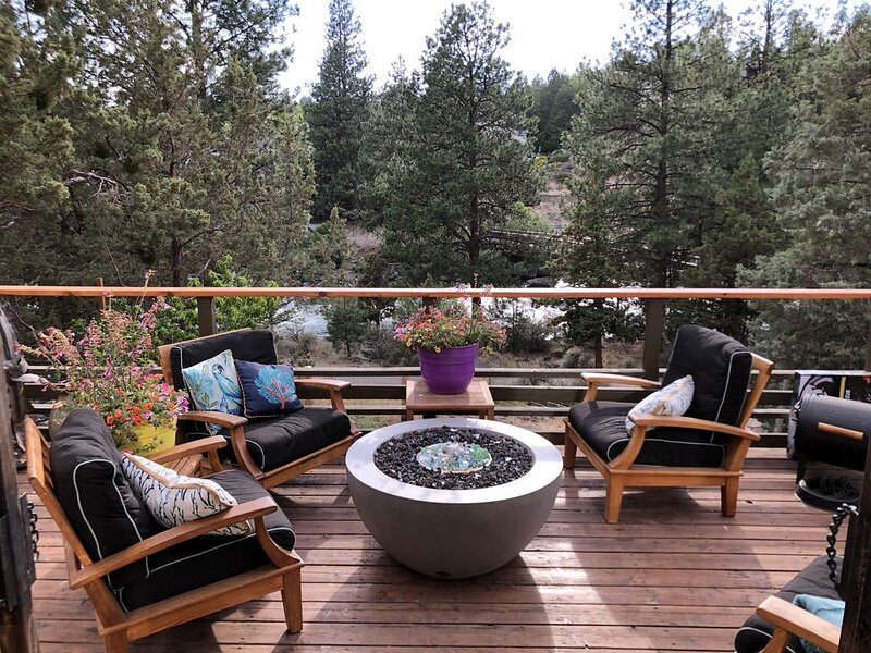 The Rapids Cabin at Bend's First Street Rapids., holiday rental in Tumalo