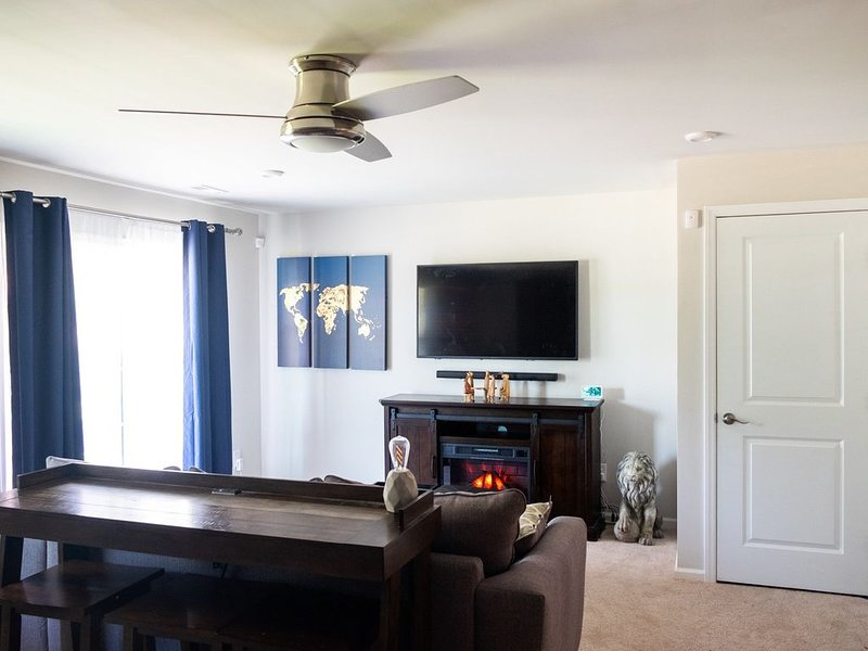 Luxury suite in the heart of the RTP minutes away from RDU., location de vacances à Durham