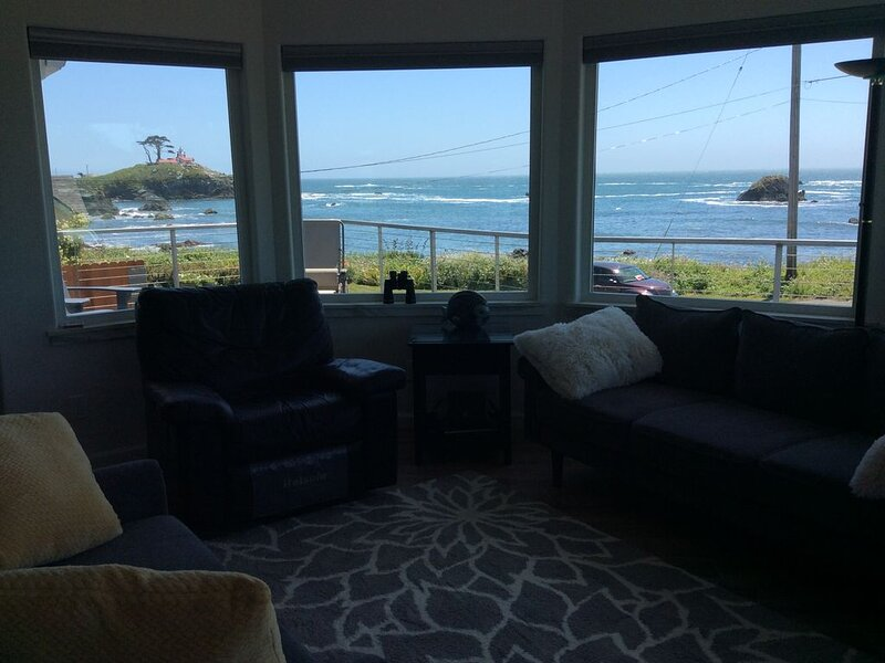 Seaside Vacation Rental    Fantastic Ocean and Battery Point light House veiws, holiday rental in Hiouchi