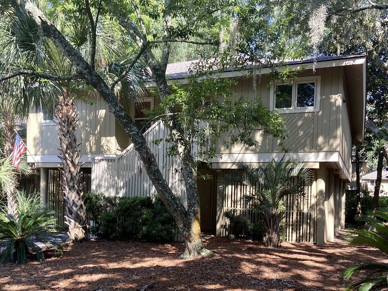 Summerwind Cottage with amenity cards, WiFi, and more, vacation rental in Seabrook Island