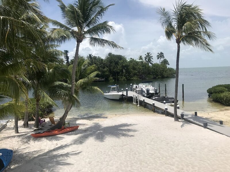 Paradise Found - Three Story Beach House with private beach and Ocean Views, location de vacances à Long Key