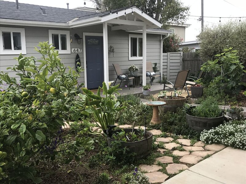 THE COTTAGE * Peaceful, quiet, secluded, private yard & garden, walk to bay!!,, location de vacances à Morro Bay