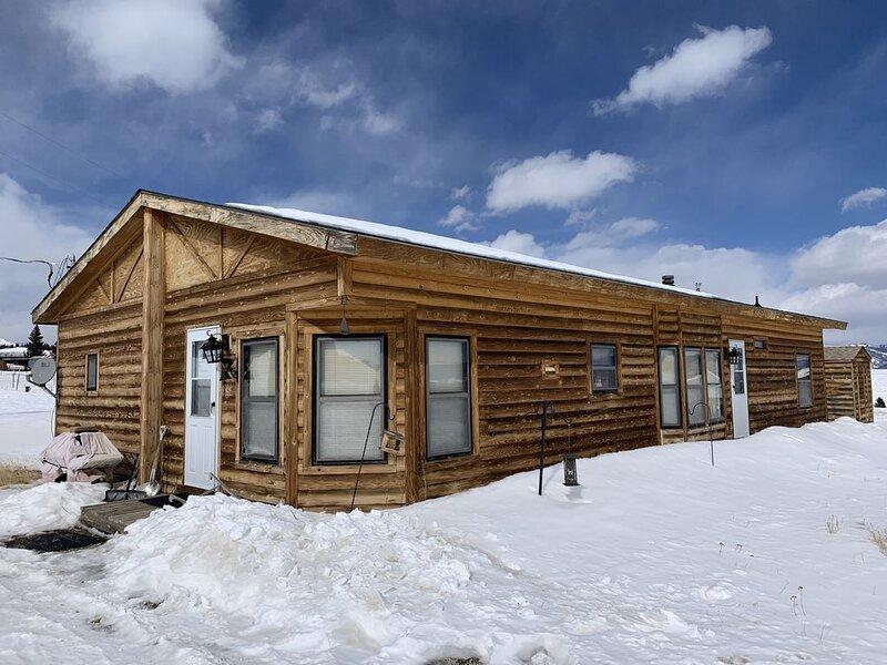 Gorgeous Mountain Cabin Retreat, Unbelievable Views of Surrounding Ranges!, location de vacances à Como