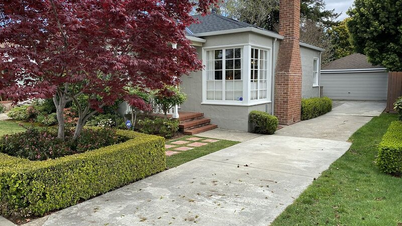 Remodeled Beautiful Bungalow - New Listing on Quiet Street Near Burlingame Ave, alquiler vacacional en Millbrae