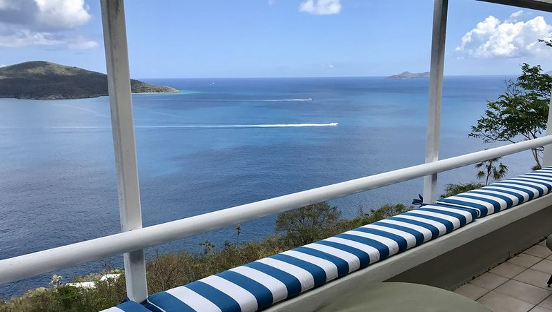 Breathtaking Oceanview Condo--Quiet & Secluded Northside Getaway!, holiday rental in North Side