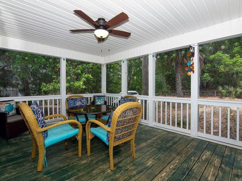 Set & Drift - Beautiful Resort Duplex; Screened Porch; Easy Beach Access, holiday rental in Edisto Beach