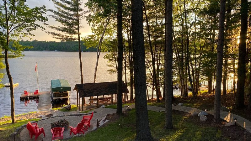 Beautiful Northwoods Home with Lakefront Views and Spectacular Shoreline, holiday rental in Conover
