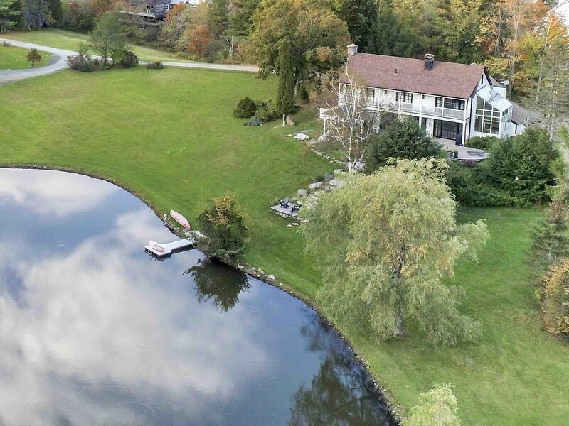 The Manor-Stunning Modern Farmhouse with Swim Pond, holiday rental in South Newfane