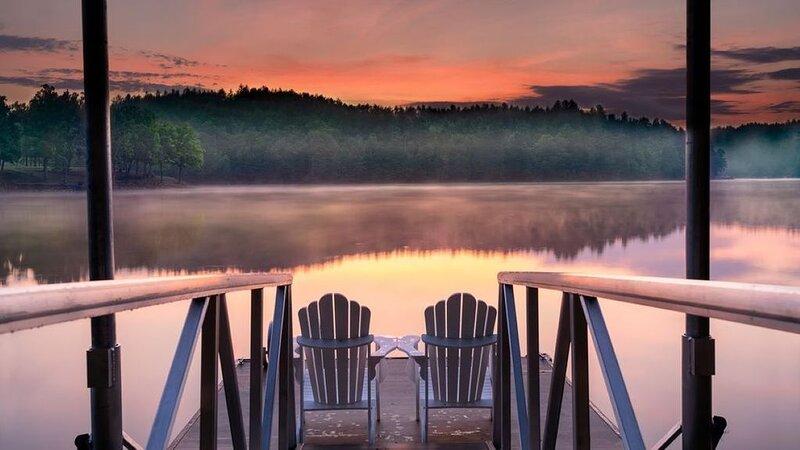 Lake James Country-style Lake House - Deep Cove, Pool, Screen Porch, Kayaks&SUP!, Ferienwohnung in Morganton