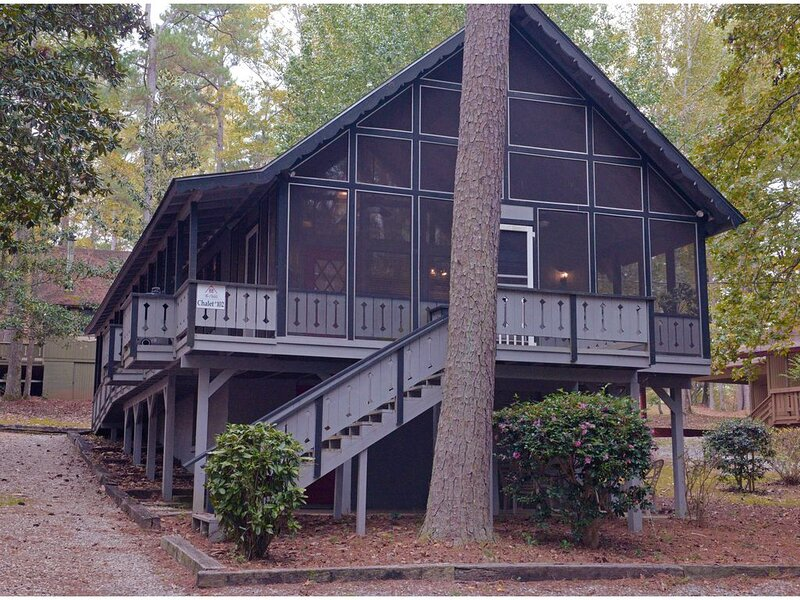 Pine Mountain Club Chalets - Offlake Three Bedroom #102 - Not Pet Friendly, aluguéis de temporada em Pine Mountain Valley