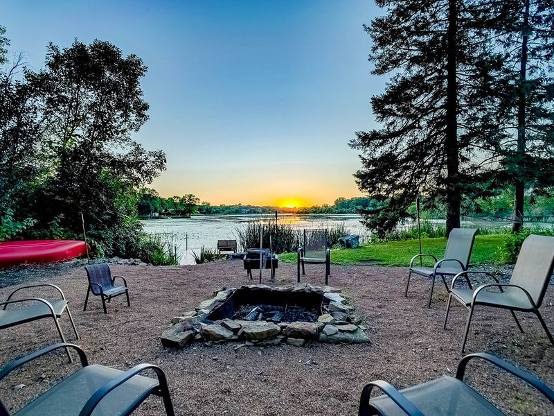 Cottage Home On Lake Mckusick, 1 Mile From Historic Downtown Stillwater, holiday rental in Forest Lake