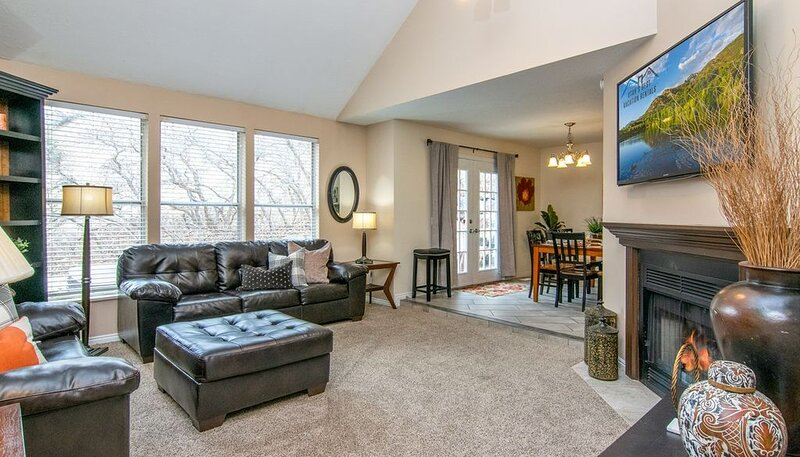 Best Ski Location! Alta and Snowbird * Private Hot Tub * Sleeps 17, casa vacanza a Cottonwood Heights