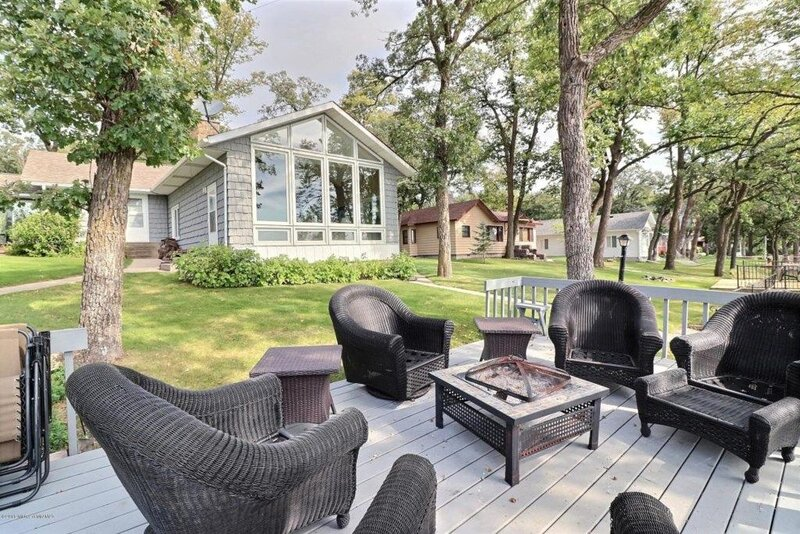 8 bedroom Retreat on Big Pelican Lake, alquiler vacacional en Detroit Lakes