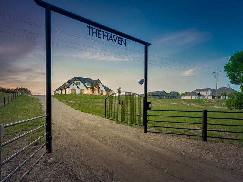 The Haven - A beautiful Modern Farmhouse, vacation rental in Ennis